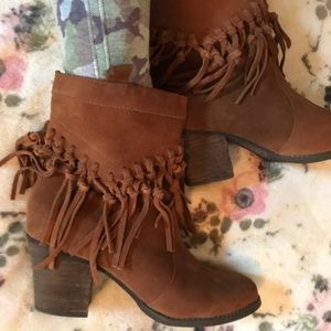 Sbicca Leather ankle boots with tassels size 7/🌷